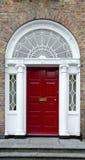 Puerta georgiana roja Fotos de archivo libres de regalías