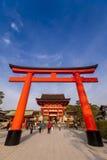 Puerta gigante de la capilla de Fushimi Inari Foto de archivo
