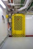 Puerta hermética en una nave Foto de archivo libre de regalías