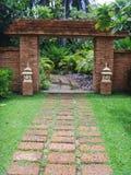 Puerta hermosa del ladrillo en Bangkok Imagenes de archivo
