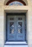 Puerta hermosa en iglesia de la misión en Stanford University en Calif Imagenes de archivo