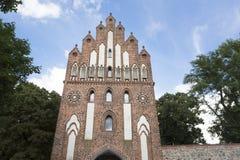 Puerta histórica en la pared de la ciudad en Neubrandenburg en Alemania imagen de archivo