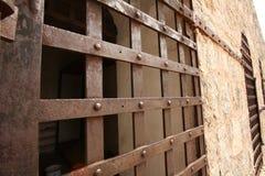 Puerta histórica de la celda de prisión Foto de archivo libre de regalías