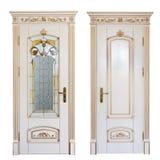 Puerta interior de la casa exclusiva, adornada con las tallas y las fachadas del vidrio Aislado en el fondo blanco fotografía de archivo