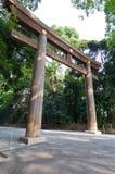 Puerta japonesa de la entrada en un día asoleado fotografía de archivo