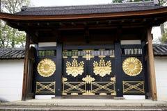 Puerta japonesa del templo en Japón fotos de archivo