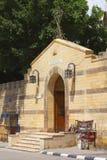 Puerta a la iglesia de San Jorge Fotos de archivo libres de regalías