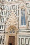 Puerta lateral de la catedral de Brunelleschi Fotos de archivo libres de regalías
