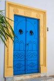Puerta local típica del hogar tradicional; Túnez; Túnez Imagenes de archivo