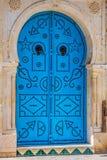Puerta local típica del hogar tradicional; Túnez; Túnez Fotos de archivo libres de regalías