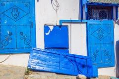 Puerta local típica del hogar tradicional; Túnez; Túnez Imágenes de archivo libres de regalías