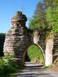 Puerta medieval de la piedra del castillo Fotografía de archivo libre de regalías