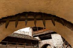 Puerta medieval del castillo fotografía de archivo libre de regalías