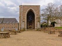 Puerta medieval a la abadía de Stavelot en un día nublado Imagen de archivo