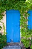 Puerta mediterránea envejecida fotografía de archivo libre de regalías