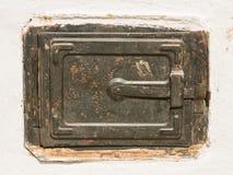 Puerta metálica de la estufa vieja Foto de archivo