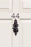 Puerta número 44 con el golpeador de puerta Foto de archivo libre de regalías