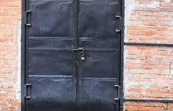 Puerta negra al cuarto Imagen de archivo