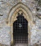 Puerta o ventana de piedra con las barras Fotos de archivo libres de regalías