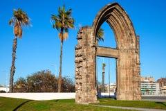 Puerta original del arco del convento carmelita de Barcelona Foto de archivo libre de regalías