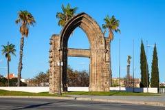 Puerta del arco del convento carmelita Fotografía de archivo