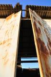 Puerta oxidada. Imagenes de archivo