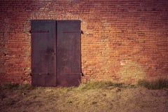Puerta oxidada del metal Imágenes de archivo libres de regalías