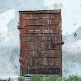 Puerta oxidada vieja imagen de archivo