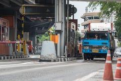 Puerta para el pago de la tarifa de la autopista en Bangkok por EXAT Fotografía de archivo