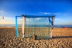 Puerta para el partido que adorna en la playa fotografía de archivo