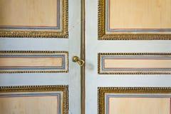 Puerta pintada vieja imagen de archivo libre de regalías