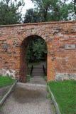 Puerta porta en pared Fotos de archivo