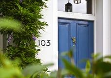 Puerta principal azul Imagenes de archivo