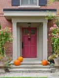Puerta principal con las calabazas Foto de archivo