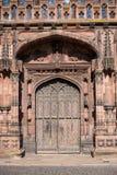 Puerta principal de Chester Cathedral West, calle del St Werburgh, Inglaterra imagen de archivo libre de regalías
