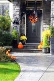 Puerta principal de Halloween Imágenes de archivo libres de regalías