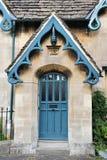 Puerta principal de una cabaña inglesa Fotos de archivo