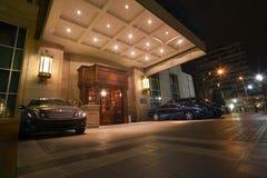 Puerta principal del hotel de cinco estrellas Imagen de archivo libre de regalías