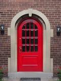 Puerta principal roja brillante Fotografía de archivo libre de regalías