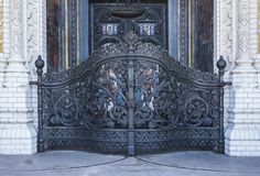 Puerta principal Puerta santa En la entrada a la catedral de San Nicolás Kronshtadt St Petersburg Federación Rusa imagen de archivo libre de regalías