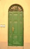 Puerta principal verde Fotos de archivo