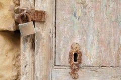 Puerta resistida Imagen de archivo libre de regalías