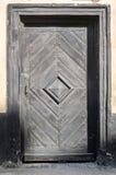 Puerta retra del viejo vintage en casa clásica con los modelos forjados del metal y de madera Imagenes de archivo