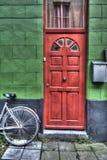 Puerta roja brillante Imágenes de archivo libres de regalías