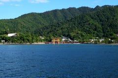 Puerta roja de la capilla Itsukushima fotos de archivo