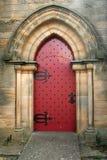 Puerta roja de la iglesia Imágenes de archivo libres de regalías