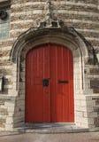 Puerta roja de la prisión antigua Imagenes de archivo
