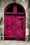 Puerta roja de madera vieja Imagen de archivo libre de regalías