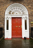 Puerta roja georgiana de Dublín Fotos de archivo
