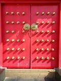 Puerta roja, templo de Confucious Imagen de archivo